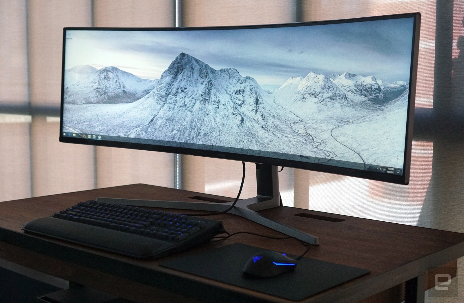 Samsung's 49-inch Gaming Monitor With 32: 9